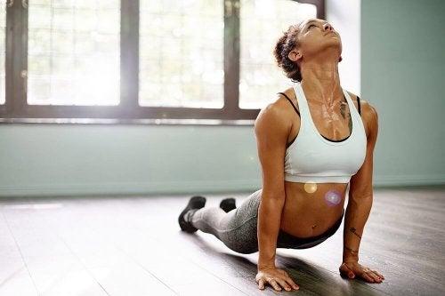 Yogapositionen üben