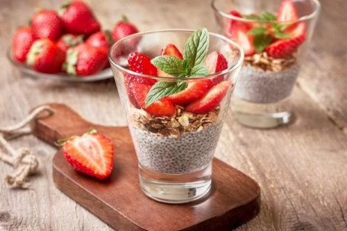 Desserts für Diabetiker: Chia-Mousse mit Erdbeeren und Kiwi