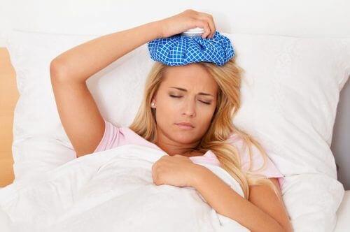 Hausmittel gegen Kopfschmerzen: Eis