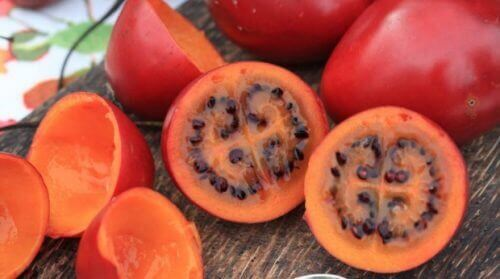 Exotische Obst- und Gemüsesorten wie zu Beispiel die Tamarillo.