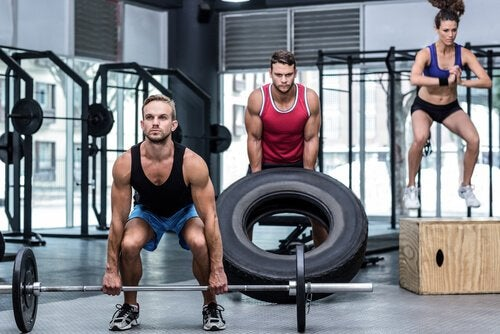 Übungen für einen definierten Rücken: Kreuzheben