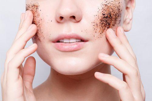 Hautpeeling aus natürlichen Produkten