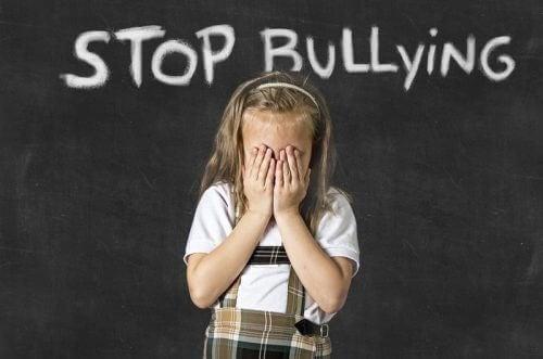 Es ist wichtig, herauszufinden, ob dein Kind ein Opfer von Mobbing ist.