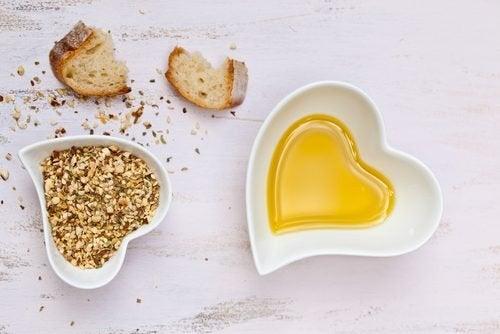 5 Fette, die den Cholesterinspiegel senken: Pflanzliche Öle