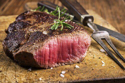 Rotes Fleisch kann Sodbrennen verursachen.