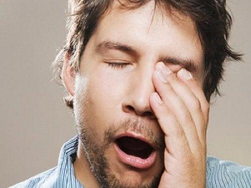 Die Schlafphasen zu unterbrechen, kann müde machen.
