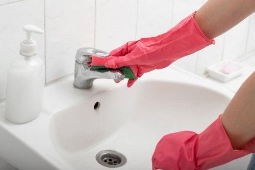 dein Badezimmer reinigen