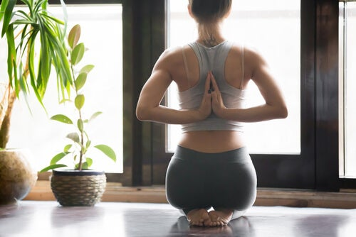 Yoga gegen Menstruationsschmerzen