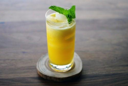 Ananas-Apfel-Saft gegen Zystitis