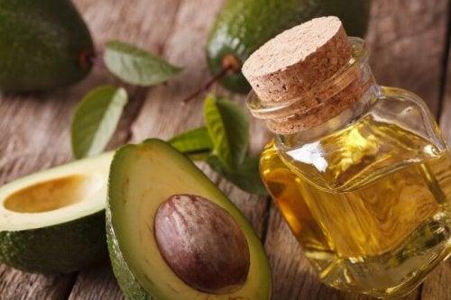 Olivenöl und Avocadokerne gegen Cellulite