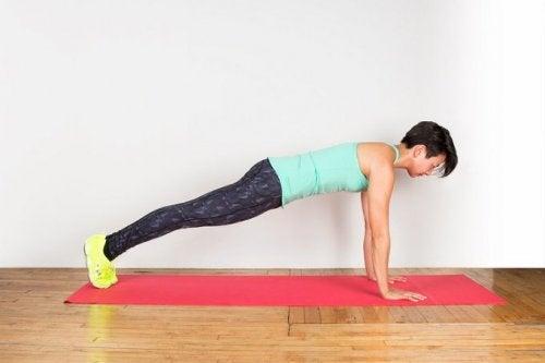 Übungen für einen definierten Rücken: Bankstütz