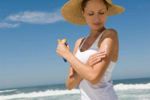 Halte dich jung mit Sonnenschutz!