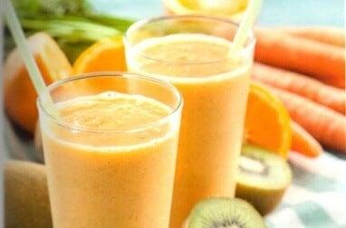 Drink mit Orange und Kiwi gegen Zystitis
