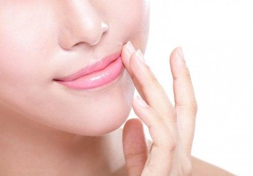 Lippenpflege um rissige Lippen zu verhindern
