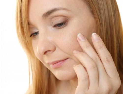 Vitamin-E-Kapseln als Antifaltencreme