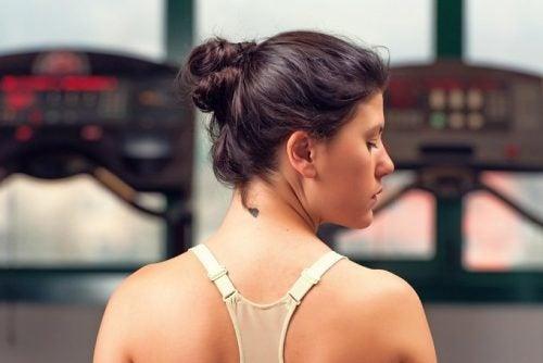 Seitliche Drehungen gegen Nackenschmerzen