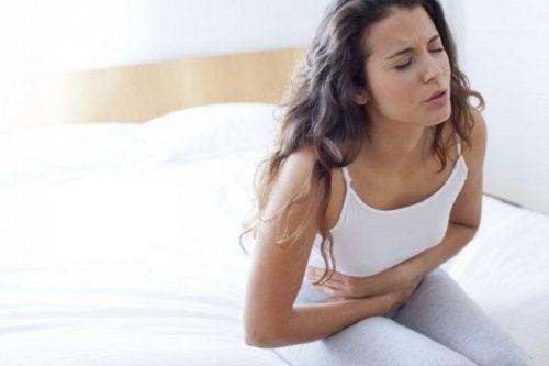 Frau mit Magenleiden
