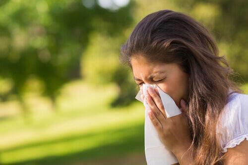 Frau mit Nasennebenhöhlenentzündung