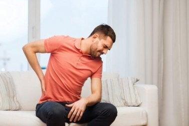 Rückenschmerzen durch zu wenig Wasser trinken