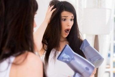 4 alternative Feuchtigkeitsspender für trockenes Haar - Fön und Glätteisen