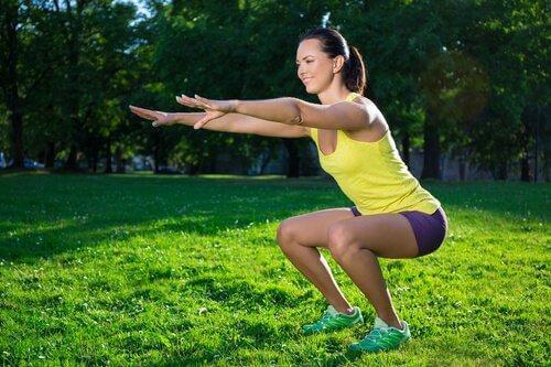 Fitnessübungen für die Beine - Kniebeugen