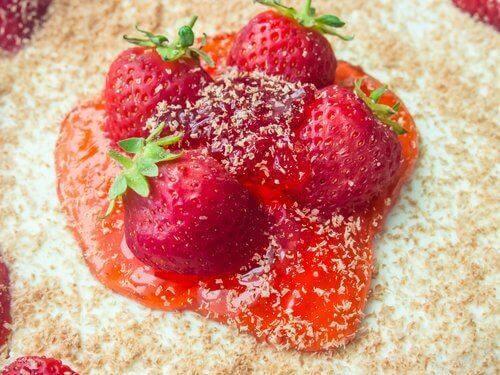 Frische Erdbeeren für Erdbeer-Mandel-Mousse