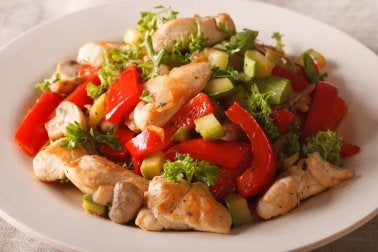 Schnelles Abendessen: Hähnchen-Gemüse-Pfanne
