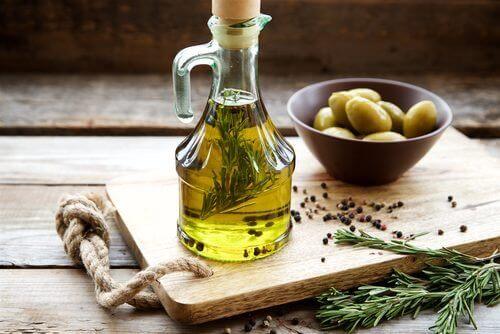 Olivenöl ist eines der Lebensmittel, die gut für deine Leber sind.