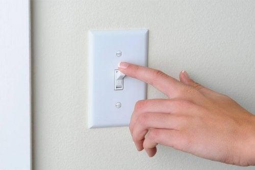 Lichtschalter regelmäßig reinigen