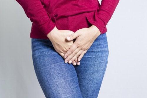 Geschlechtskrankheiten können der Grund für Blutungen außerhalb der Periode sein.