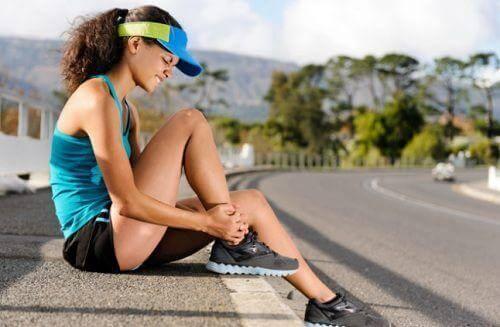Schlafmangel kann Muskelschwäche verursachen.