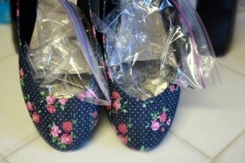 Tipps gegen Blasen an den Füßen: Schuhe weiten