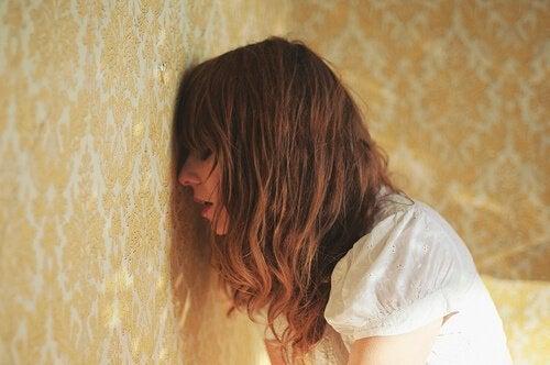 Stress und Angstzustände: Frau leidet