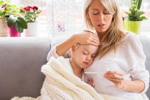 Symptome einer Hinrhautentzündung: Doppelte Sicht und Fieber