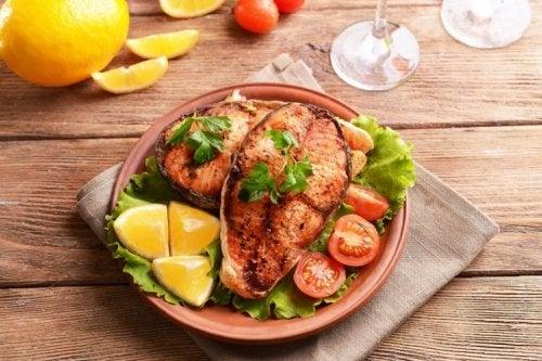Fisch und andere Lebensmittel, die glücklich machen