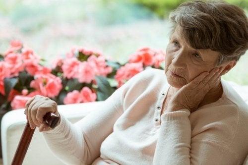 Frau mit Alzheimer im Frühstadium