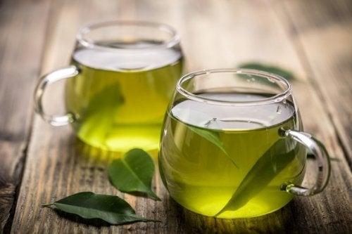 Grüner Tee gegen übermäßiges Schwitzen