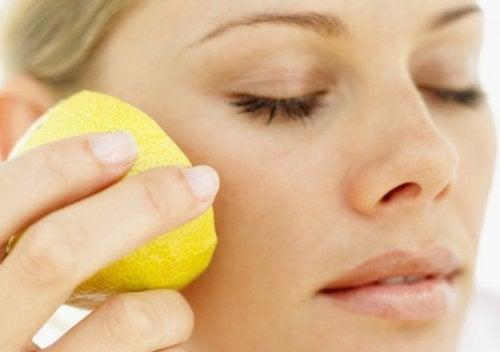 Mit Zitrone Falten vorbeugen