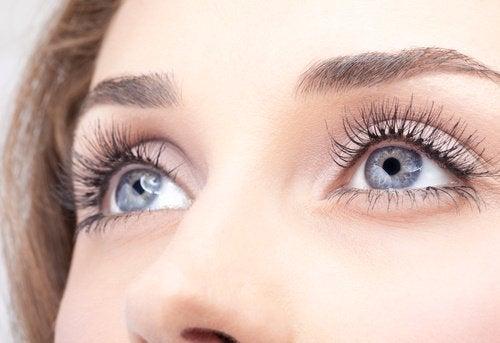 5 Tricks für längere Wimpern