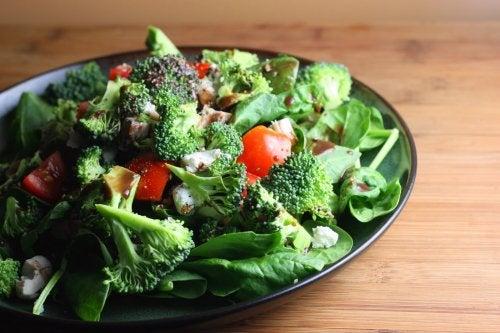 leckeres Gemüse in Salat