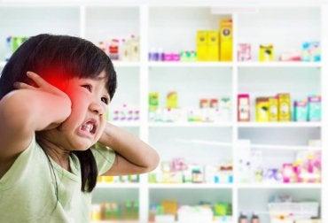 Symptome einer Hirnhautentzündung: Lichtempfindlichkeit
