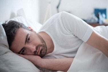 Anstatt im Bett zu bleiben, solltest du dich nach der Trennung wiederentdecken.