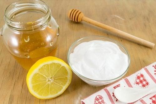 Behandlung mit Natron und Honig