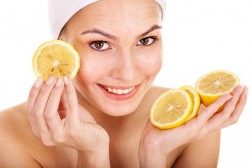 schöne Haut mit Zitrone
