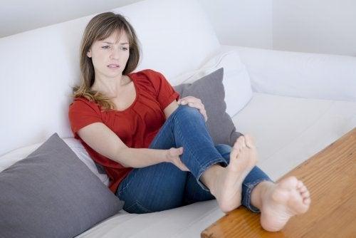 Schmerzen in Armen oder Beinen als Anzeichen für Blutgerinnsel