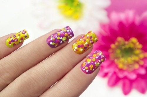 Kreative Ideen für deine Nägel: Flüssiges Latex