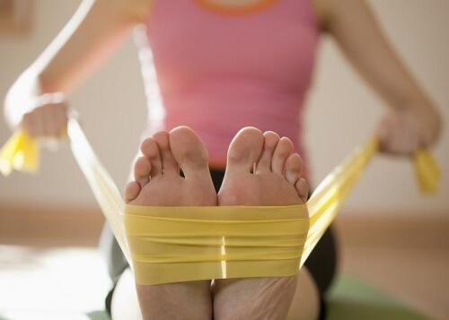 Führe diese Übung durch, um stärkere Füße zu bekommen.