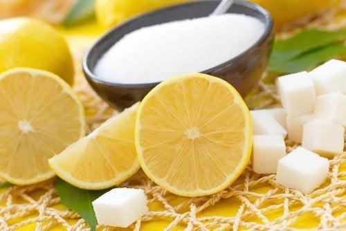 Zucker und Zitrone für eine schöne Haut