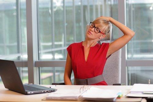 Übung zur Linderung von Nackenschmerzen