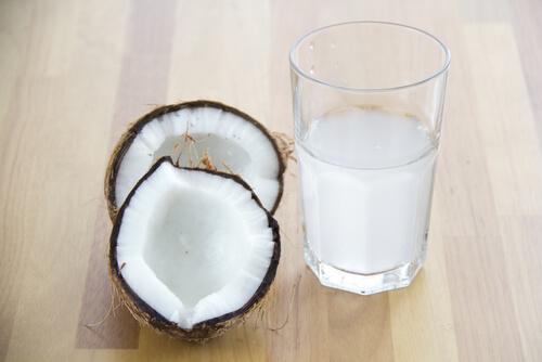 Hydration mit Kokoswasser